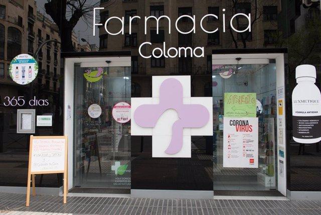 Una farmacia abierta en el tercer día laborable del estado de alarma por coronavirus, en Madrid (España), a 18 de marzo de 2020.