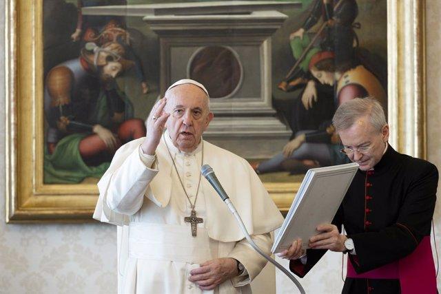 """El Papa insta a la Iglesia a abrir """"brechas en el corazón de los fieles"""" para su"""