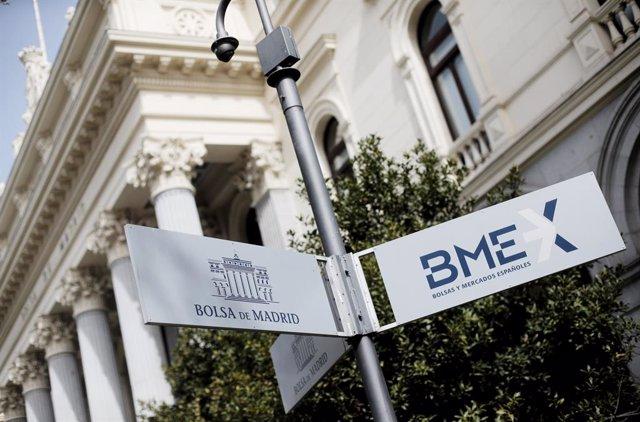 Economía/Bolsa.- El Ibex 35 cae un 2,81% en la semana pese a las medidas contra el Covid-19 y se coloca en 6.400 puntos