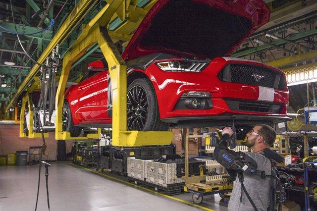 Economía/Motor.- Ford amplía el parón de sus fábricas en Norteamérica, que no re