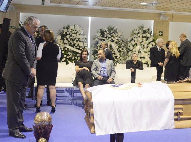 Lorenzo Sanz, ex presidente del Real Madrid, a la espera de ser incinerado