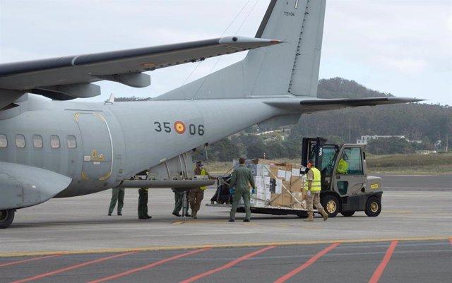 Avión militar con material sanitario para Canarias