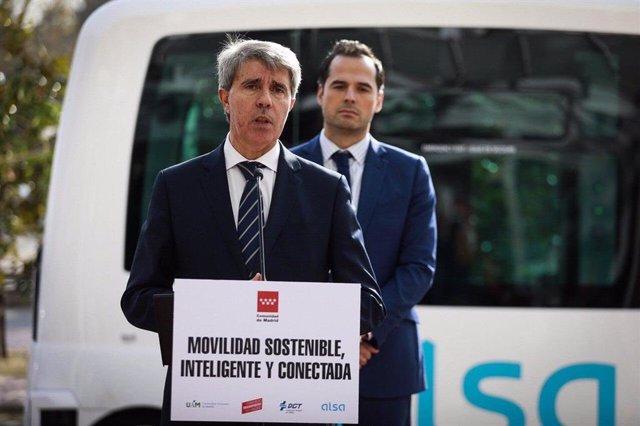 Imagen de recurso del consejero de Transportes de la Comunidad de Madrid, Ángel Garrido, junto al vicepresidente regional, Ignacio Aguado.