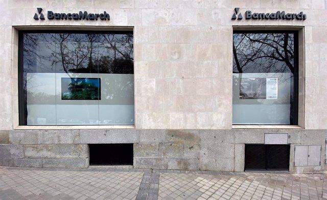 Exterior de un local de Banca March en Madrid (España)