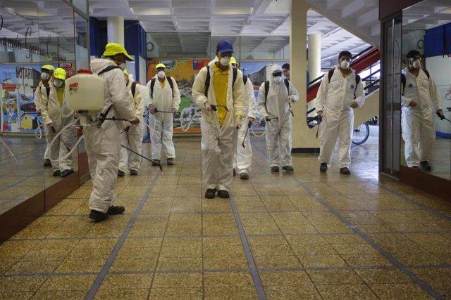 Equipos municipales realizan tareas de desinfección en las calles en Concepcion