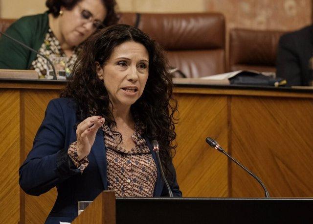 La consejeran andaluza de Igualdad, Políticas Sociales y Conciliación, Rocío Ruiz, en el Pleno del Parlamento (Foto de archivo).