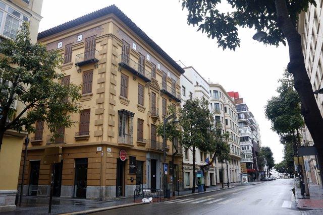 Fachada del Hotel Ilunion de Málaga que podrá alojar a personal de servicios esenciales durante el estado de alarma