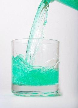 Un estudio evidencia que el enjuague bucal puede aumentar el daño dental y provo
