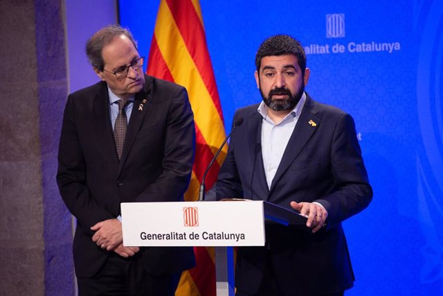El conseller de Trabajo, Asuntos Sociales y Familias de la Generalitat, Chakir El Homrani, interviene en la rueda de prensa junto al presidente de la Generalitat, Quim Torra, en Barcelona / Catalunya (España), a 12 de marzo de 2020.