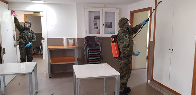 El Ejército realiza labores de desfinfección.
