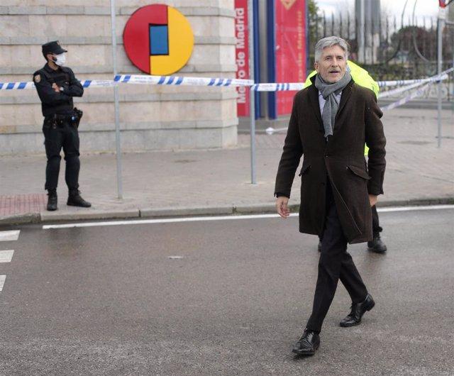El ministro del Interior, Fernando Grande-Marlaska, a su llegada a IFEMA para interesarse por el hospital levantado para tratar contagios de Covid-19