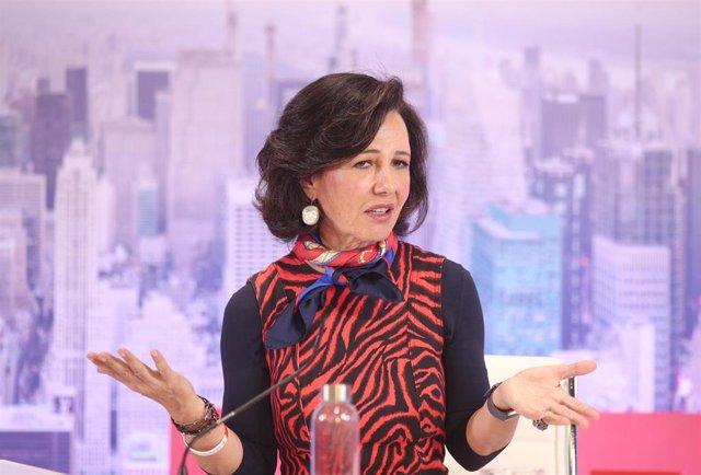 La presidenta del Banco Santander, Ana Botín durante su intervención en la presentación de los resultados correspondientes al ejercicio 2019, en la Ciudad Grupo Santander, en Boadilla del Monte/Madrid (España), a 29 de enero de 2020.