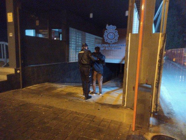 Policía Nacional detiene a tres jóvenes por robar presuntamente en el interior de seis vehículos