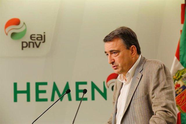El portavoz del PNV en el Congreso de los Dipùtados, Aitor Esteban, en una rueda de prensa