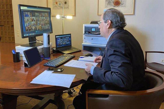El presidente de la Generalitat, Quim Torra, participa en la videoconferencia con los presidentes autonómicos