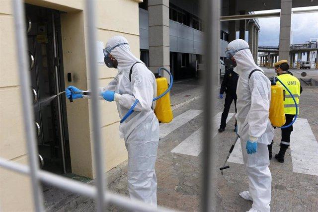 Efectivos de la Unidad Militar de Emergencias, UME realizan tareas de limpieza y desinfección en Málaga