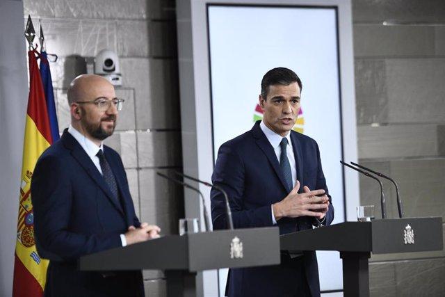 El presidente electo del Consejo Europeo, Charles Michel, y el presidente del Gobierno en funciones, Pedro Sánchez, comparecen ante los medios en el Complejo de la Moncloa tras su reunión en Madrid (España), a 14 de noviembre de 2019.