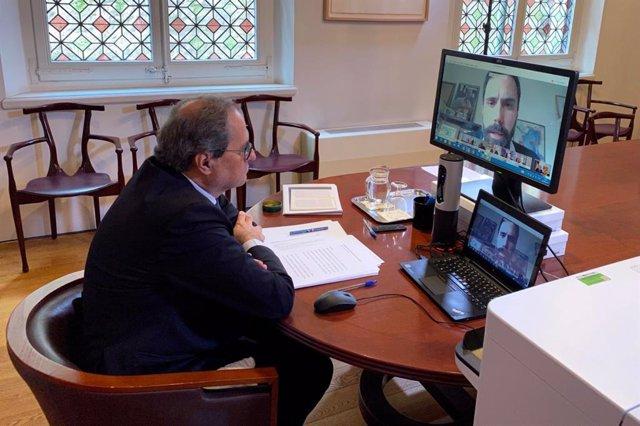 El presidente del Govern, Quim Torra, explica medidas ante el coronavirus a los grupos por videoconferencia.