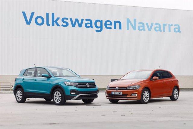 Dos vehículos de Volkswagen en la planta de la marca en Navarra