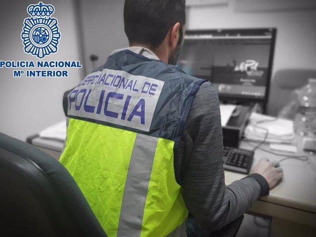 Detenido en Huesca un joven por estafar a través de la venta de objetos de segunda mano por Internet.