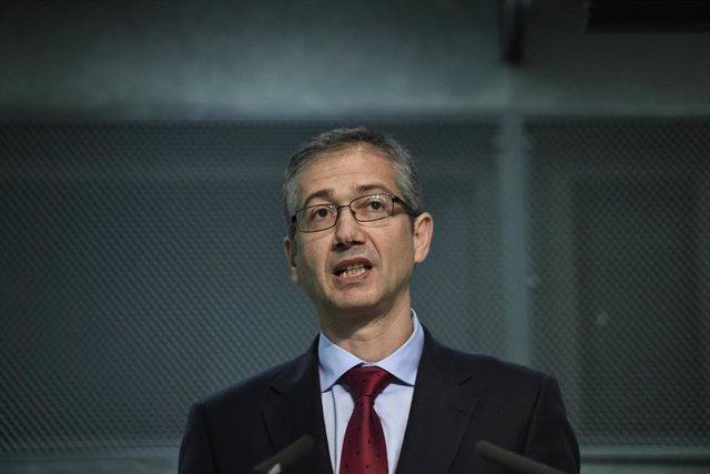 El gobernador del Banco de España, Pablo Hernández de Cos durante su intervención en la clausura del III Encuentro Económico-Asegurador organizado por la Mutualidad de la Abogacía, en el Auditorío Rafael del Pino, en Madrid, a 29 de octubre de 2019.