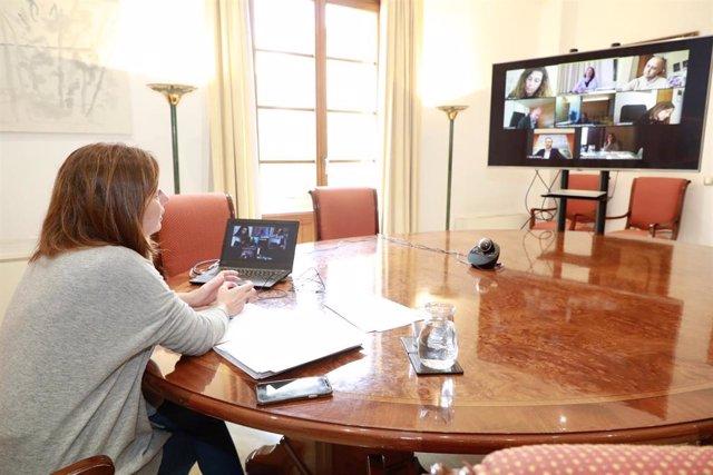 La presidenta del Govern, Francina Armengol, mantiene una reunión por videoconferencia con los presidentes de los Consells, de la Felib, y el alcalde de Palma