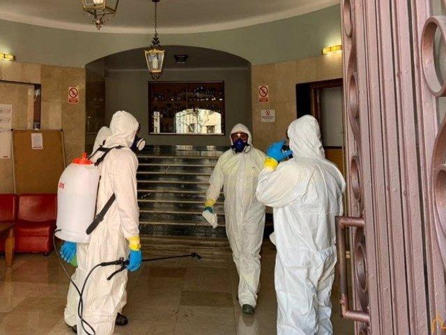 La UME instruye en la residencia universitaria de la Diputación al personal del GEACAM en desinfección de interiores