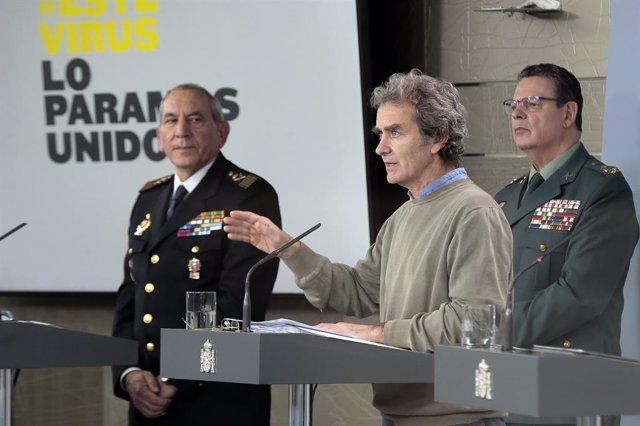 Imagen de recurso (I-D) del director adjunto operativo (DAO) de la Policía, José Ángel González, el teniente general, Laurentino Ceña, y el director del Centro de Coordinación de Alertas y Emergencias Sanitarias del Ministerio de Sanidad, Fernando Simón.