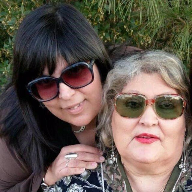 Imagen de Ángeles Álvarez, segunda fallecida por coronavirus en Huelva, junto a su hija