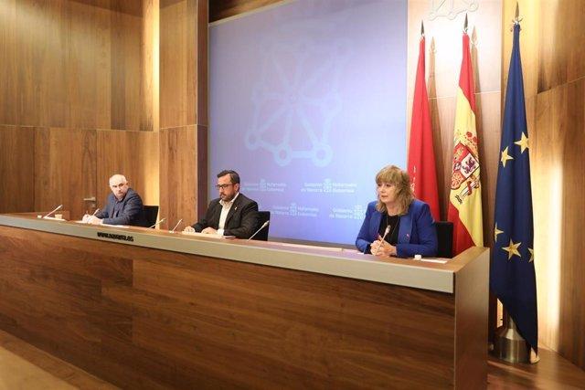 Los vicepresidentes del Gobierno de Navarra, Jose María Aierd (i) y Javier Remírez, y la consejera de Relaciones Ciudadanas, Ana Ollo.