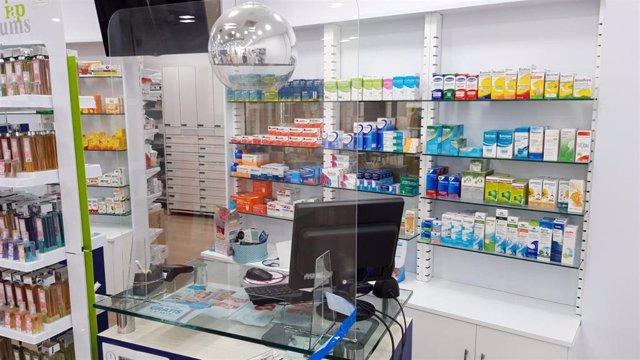 Imagen de una mampara en una farmacia del municipio malagueño de Torremolinos