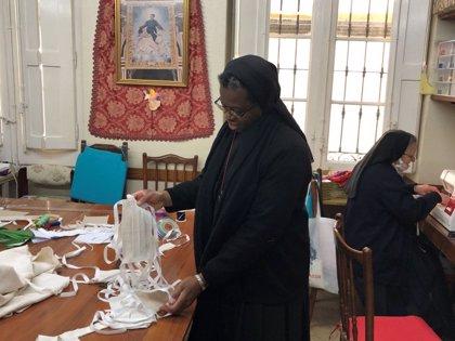 Monjas que cosen mascarillas, catequesis virtuales y bendiciones por Whatsapp, iniciativas de la Iglesia