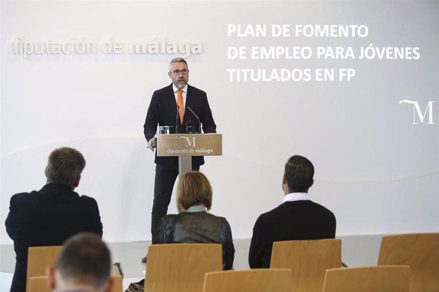 El vicepresidente primero de la Diputación de Málaga y responsable de Área de Desarrollo Económico y Social, Juan Carlos Maldonado, presenta un plan de empleo dirigido a jóvenes titulados en FP