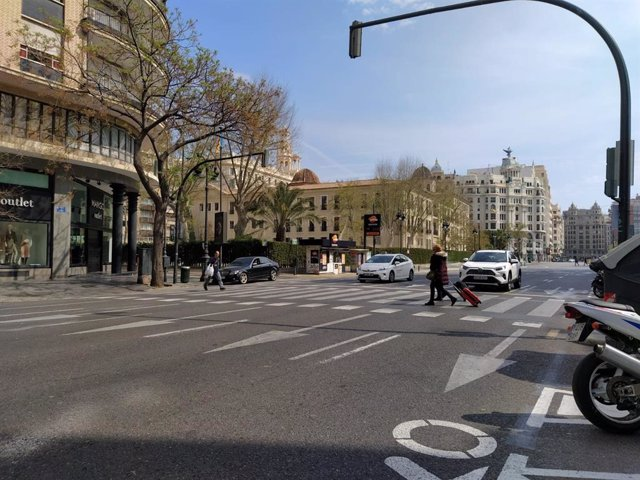 Imagen de una calle de la ciudad de València tras decretarse el estado de alarma por la crisis del coronavirus.