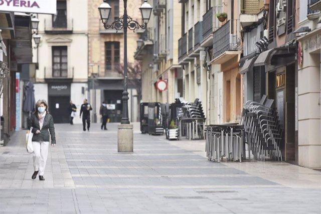 Una de las calles de Huesca con los veladors recogidos