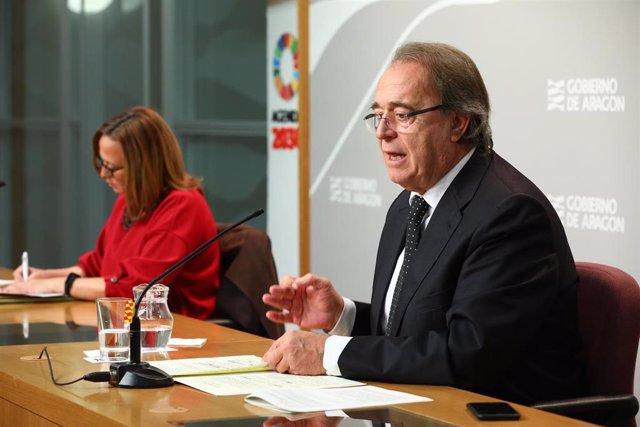 Los consejeros del Gobierno de Aragón Mayte Pérez y Carlos Pérez Anadón.