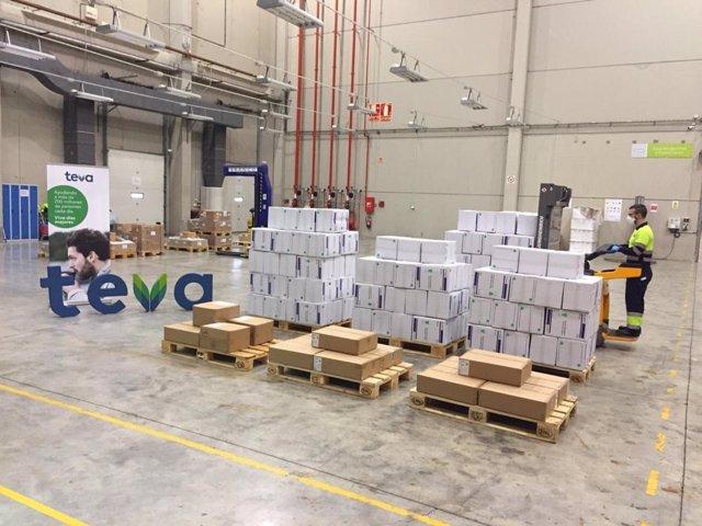 Donaciones de mascarillas y batas de Teva a distintos hospitales de España.