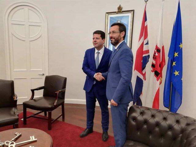 El alcalde de La Línea, Juan Franco, con Fabian Picardo