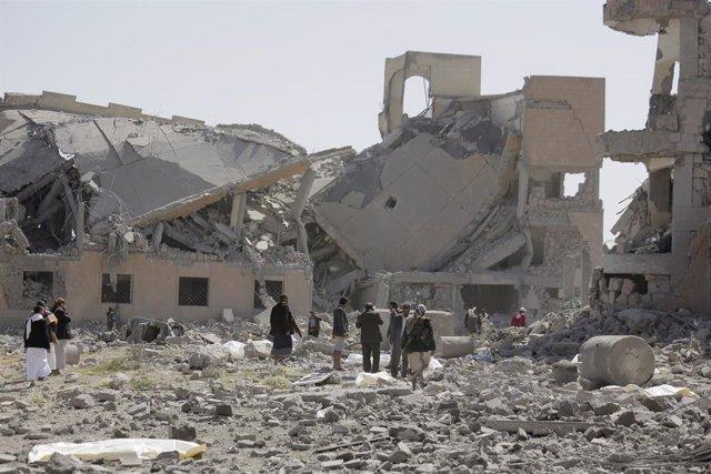Ruinas de un centro de detención en Yemen bombardeado por la coalición que encabeza Arabia Saudí