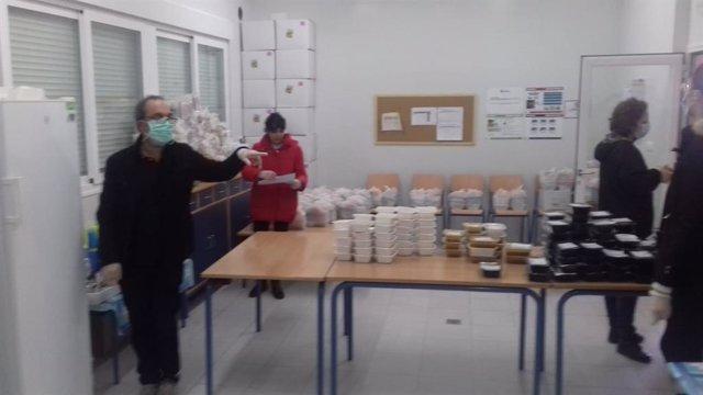 Reparto de menús a menores escolares en riesgo de exclusión