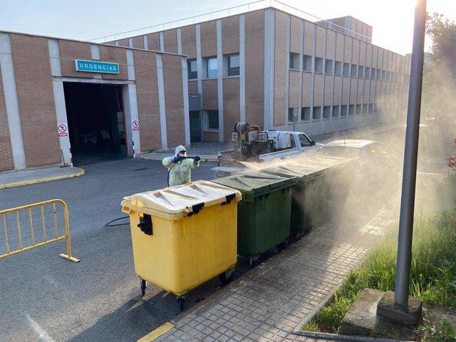 La Comarca de Somontano realiza tareas de limpieza y desinfección en los contenedores.