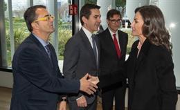 Imagen de Su Majestad la Reina saludando a Juan Carrión, Presidente de FEDER, en el marco del Acto Oficial por el Día Mundial de las ER (el pasado 5 de marzo)