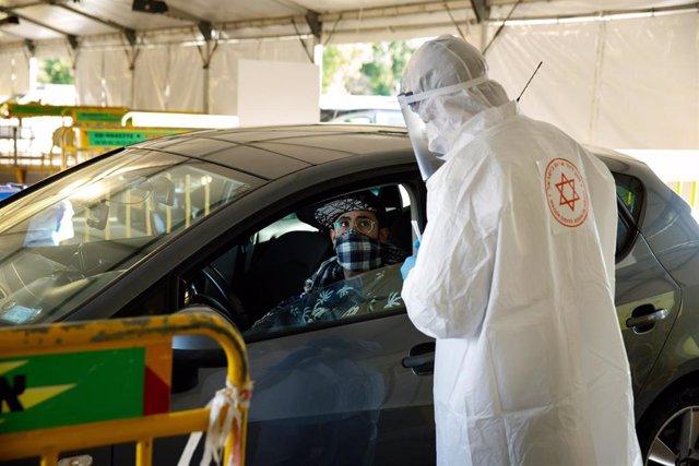 Control en medio de la pandemia de coronavirus en Tel Aviv, Israel