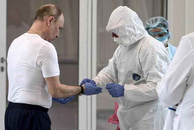 Vladimir Putin visita un hospital con enfermos de coronavirus