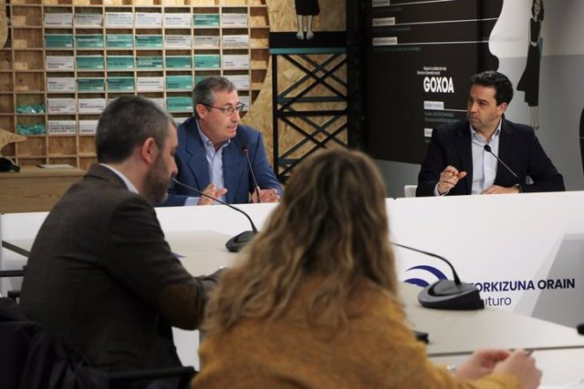 Reunión de la Diputación de Gipuzkoa con agentes del sector turístico del Territorio