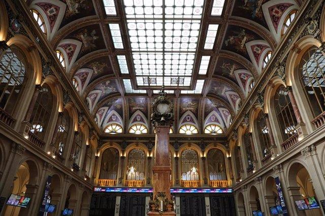Imagen del edificio de la Bolsa de Madrid en la jornada del día 28 de febrero.