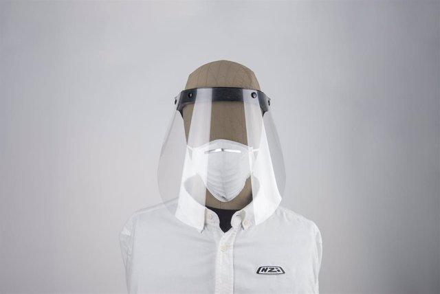 NZI reconvierte su fábrica de cascos para producir pantallas con las que protegerse del COVID-19