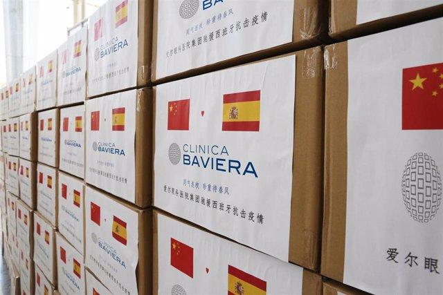 Envío de material sanitario de Clínica Baviera desde China para ayudar al personal sanitario español ante el coronavirus