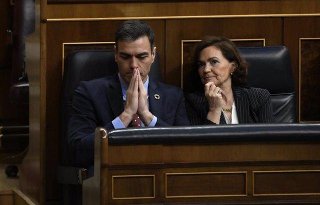 El presidente del Gobierno, Pedro Sánchez y la vicepresidenta primera del Gobierno, Carmen Calvo en el Congreso de los Diputados. Madrid (España), a 27 de febrero de 2020.