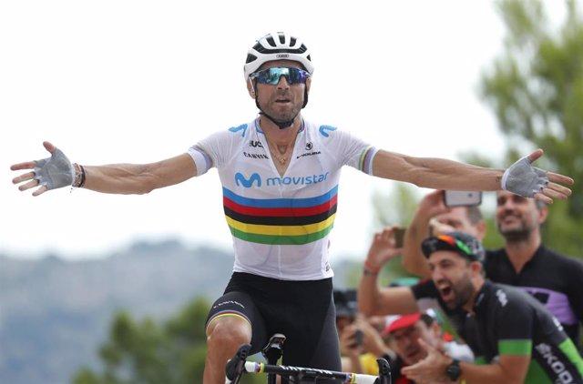 El ciclista español Alejandro Valverde con el maillot arcoíris